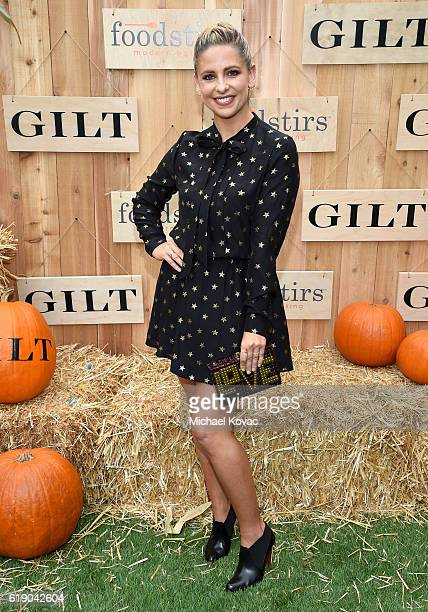 Foodstirs Cofounder/Actress Sarah Michelle Gellar attends the Gilt Foodstirs Exclusive Cupcake Kit Celebration on October 29 2016 in Pacific...