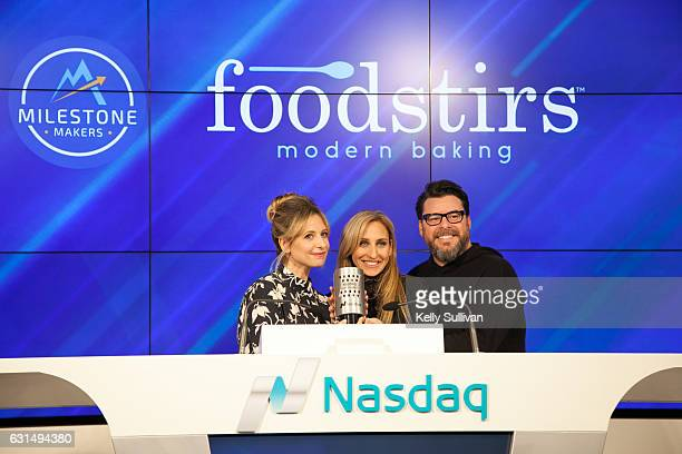 Foodstirs cofounders Sarah Michelle Gellar Galit Laibow and Greg Fleishman pose for a photo with the Nasdaq Closing Bell Crystal Award at the Nasdaq...