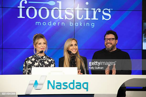 Foodstirs cofounders Sarah Michelle Gellar Galit Laibow and Greg Fleishman prepare to ring the closing bell at the Nasdaq Entrepreneurial Center on...