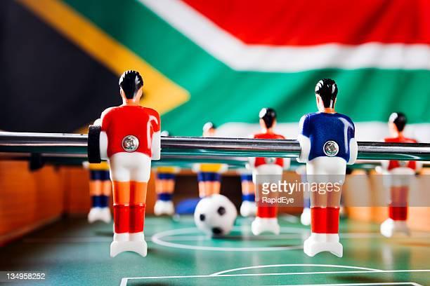 Tischfußball vor Südafrika-Flagge