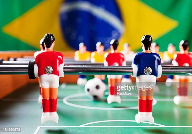 Fußball mit Brasilien-Flagge bereit für die Weltmeisterschaft.
