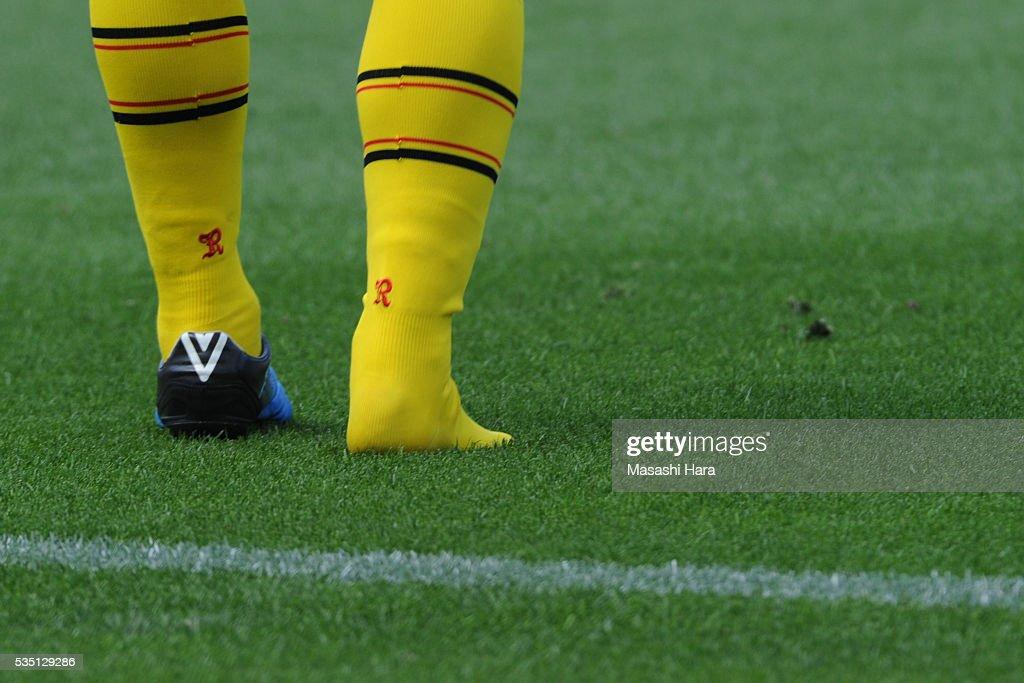 Foot of Ryoichi Kurisawa #28 of Kashiwa Reysol during the J.League match between Yokohama F.Marinos and Kashiwa Reysol at the Nissan Stadium on May 29, 2016 in Yokohama, Kanagawa, Japan.