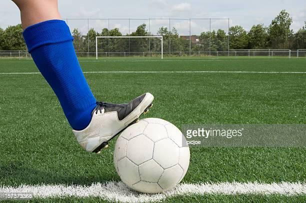 Fuß auf Fußball-Spielball