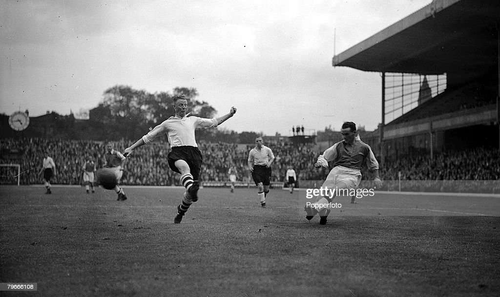Football, 13th August 1938, Highbury, London, Bryn Jones, Arsenal+s new 14,000 transfer, is in action during a pre-season friendly : News Photo