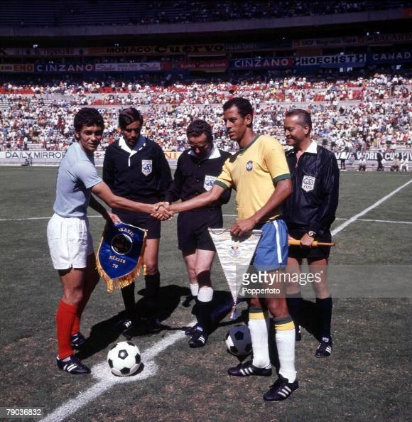 Football 1970 World Cup Finals Guadalajara Mexico 10th June Brazil 3 v Romania 2 Brazilian captain Carlos Alberto shakes hands with the Romanian...