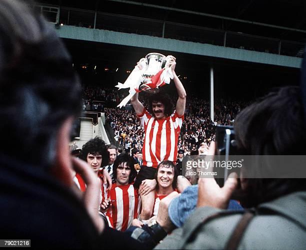 Football 1973 FA Cup Final Wembley Stadium 5th May Sunderland 1 v Leeds United 0 Sunderland captain Bobby Kerr proudly holds aloft the FA Cup trophy...