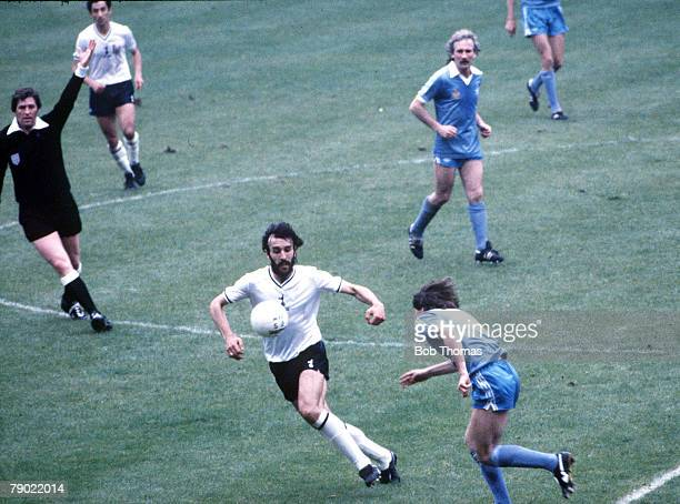 Football 1981 FA Cup Final Wembley 9th May Tottenham Hotspur 1 v Manchester City 1 Tottenham Hotspur's Ricardo Villa chases the ball