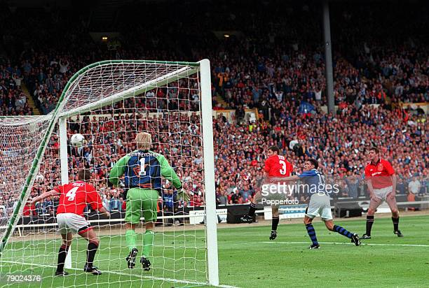 Football 1995 FA Cup Final Wembley 20th May Everton 1 v Manchester United 0 Everton's Paul Rideout scores the game's only goal past United goakeeper...