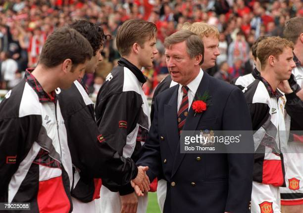 Football 1996 FA Cup Final Wembley 11th May Manchester United 1 v Liverpool 0 Manchester United's manager Alex Ferguson talks to his players during...