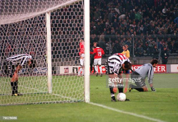 Football 1999 UEFA Champions League SemiFinal Second leg 21st April Turin Juventus 2 v Manchester United 3 Despair for Juventus' after Manchester...