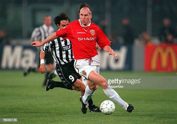 Football 1999 UEFA Champions League SemiFinal Second leg 21st April Turin Juventus 2 v Manchester United 3 Manchester United's Jaap Stam goes past...