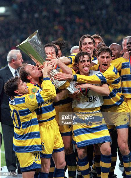 Football 1999 UEFA Cup Final Moscow 12th May Parma 3 v Marseille 0 Nestor Sensini kisses the trophy as Parma players celebrate their win