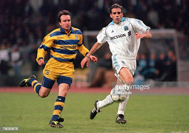 Football 1999 UEFA Cup Final Moscow 12th May Parma 3 v Marseille 0 Parma's Abel Balbo in a race for the ball with Marseille's Pierre Issa