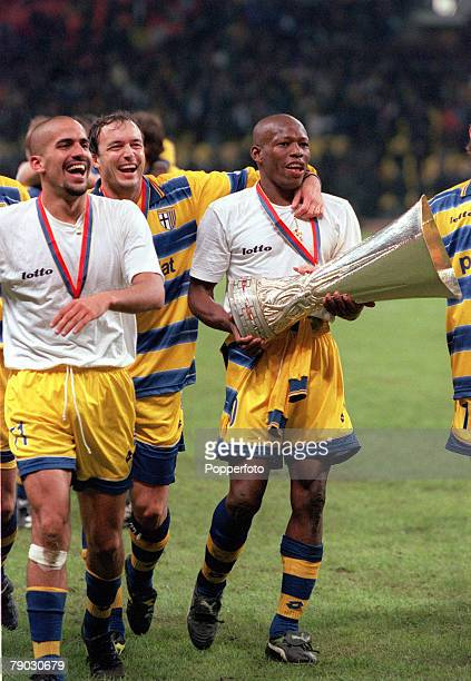 Football 1999 UEFA Cup Final Moscow 12th May Parma 3 v Marseille 0 Parma trio LR Juan Veron Abel Balbo and Faustino Asprilla celebrate with the trophy