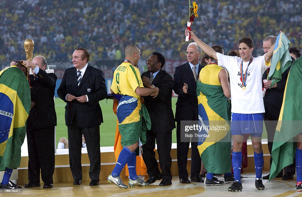 Football, 2002 FIFA World Cup Final, Yokohama, Japan, 30th June 2002, Germany 0 v Brazil 2, Brazil's Ronaldo greets Pele after receiving his winners medal