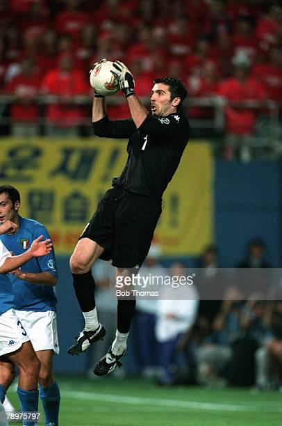 Football 2002 FIFA World Cup Finals Second Phase Daejeon South Korea 18th June 2002 South Korea 2 v Italy 1 Italy goalkeeper Gianluigi Buffon catches...