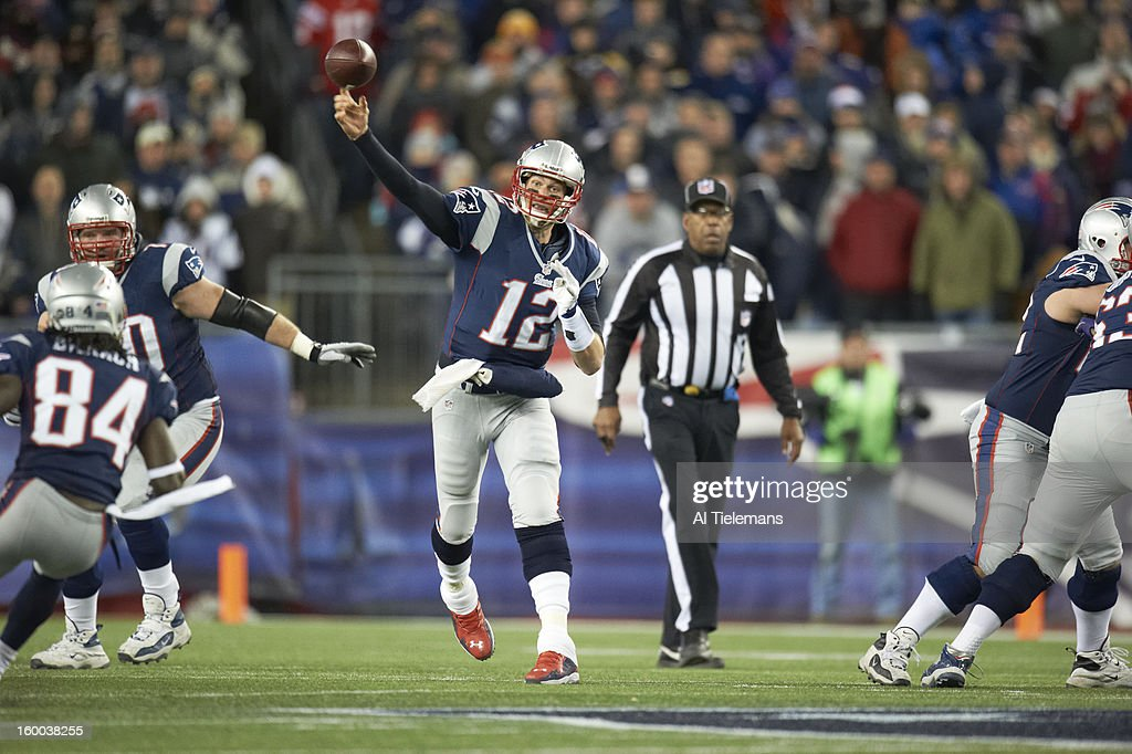 New England Patriots QB Tom Brady (12) in action, passing vs Baltimore Ravens at Gillette Stadium. Al Tielemans F76 )