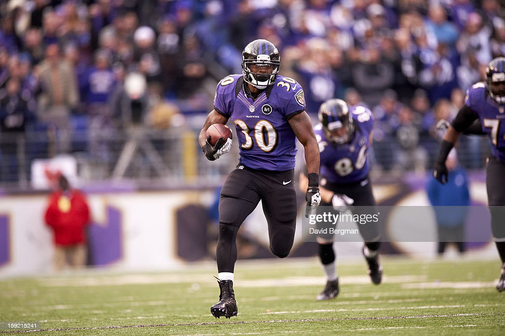 Baltimore Ravens Bernard Pierce (30) in action, rushing vs Indianapolis Colts at M&T Bank Stadium. David Bergman F16 )