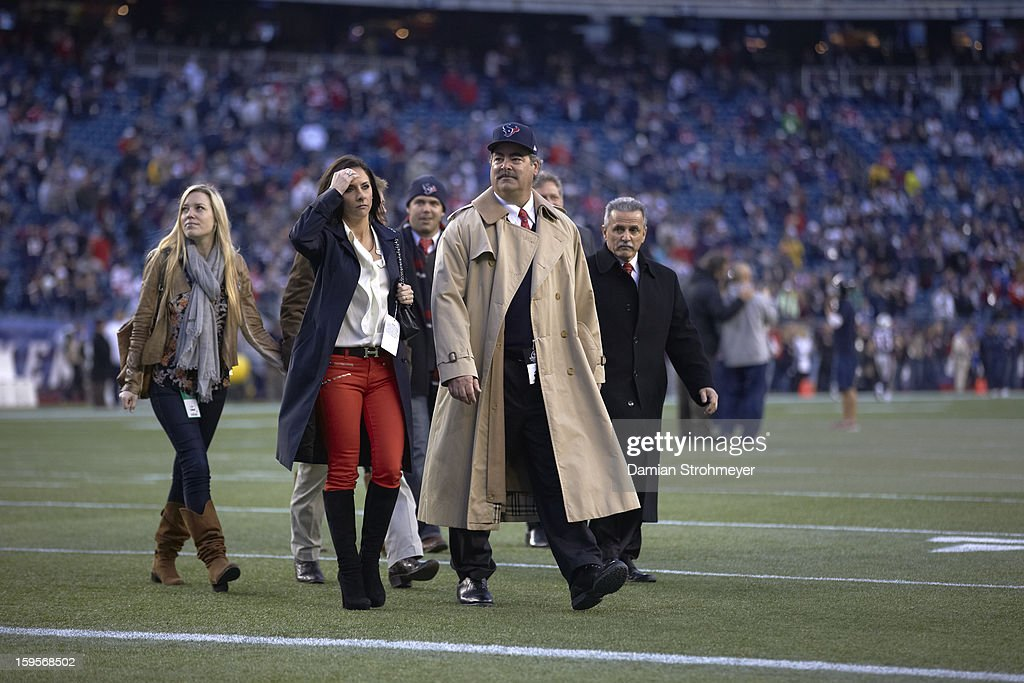 Cal McNair, son of Houston Texans owner Bob McNair, on field before game vs New England Patriots Aqib Talib (31)at Gillette Stadium. Damian Strohmeyer F3 )