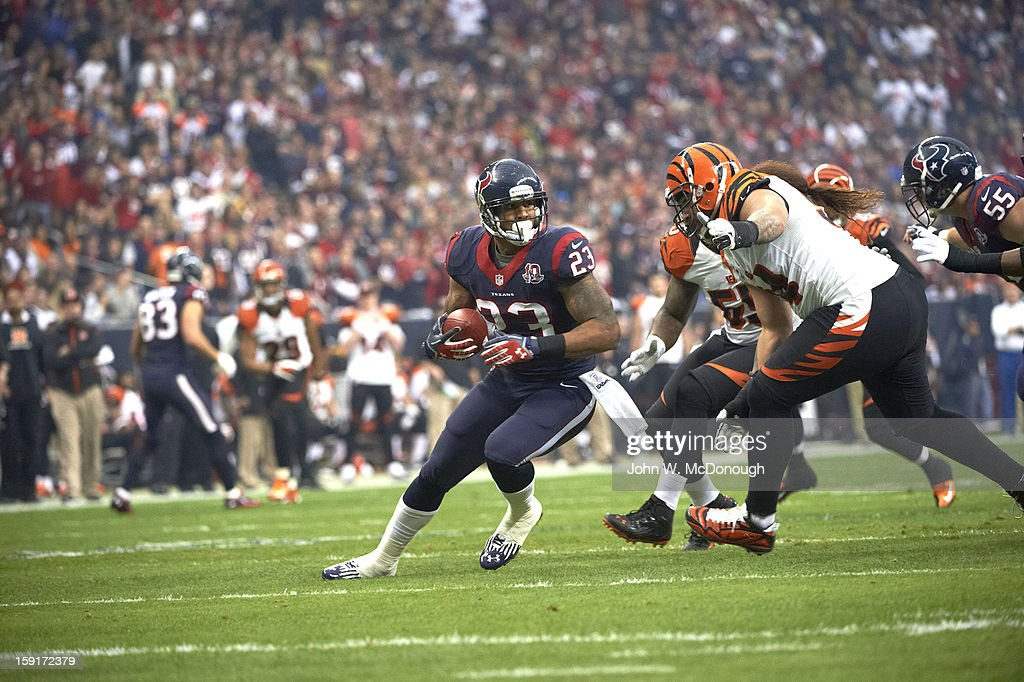 Houston Texans Arian Foster (23) in action, rushing vs Cincinnati Bengals at Reliant Stadium. John W. McDonough F27 )