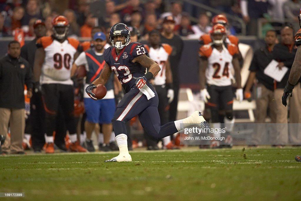 Houston Texans Arian Foster (23) in action, rushing vs Cincinnati Bengals at Reliant Stadium. John W. McDonough F89 )