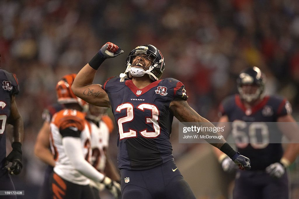 Houston Texans Arian Foster (23) victorious on field during game vs Cincinnati Bengals at Reliant Stadium. John W. McDonough F435 )
