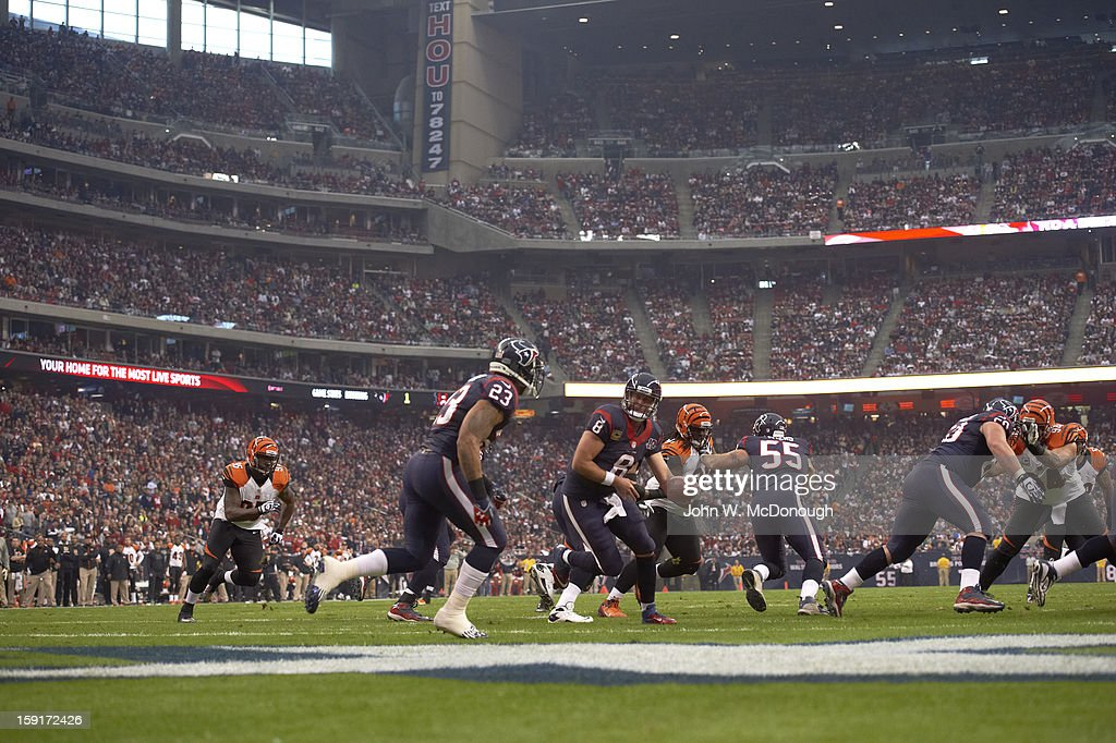 Houston Texans QB Matt Schaub (8) in action, handoff to Arian Foster (23) vs Cincinnati Bengals at Reliant Stadium. John W. McDonough F163 )