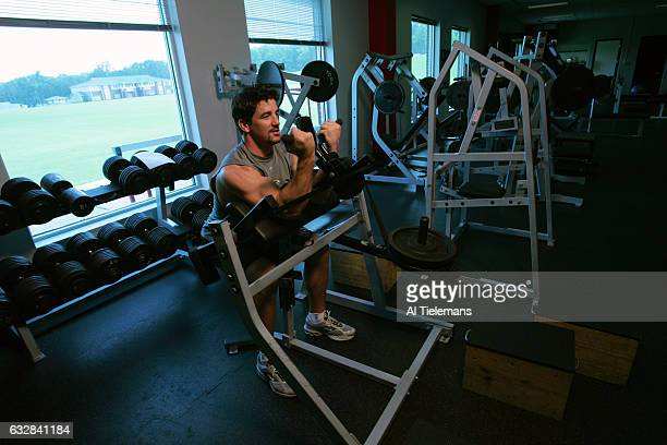 Atlanta Falcons Keith Brooking lifting weights during training session photo shoot Flowery Branch GA CREDIT Al Tielemans