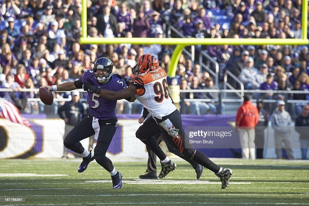 Baltimore Ravens QB Joe Flacco (5) in action under pressure vs Cincinnati Bengals Carlos Dunlap (96) at M&T Bank Stadium. Simon Bruty F57 )