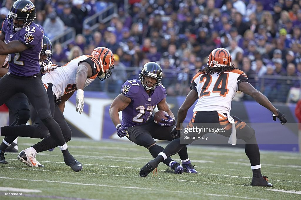 Baltimore Ravens Ray Rice (27) in action, rushing vs Cincinnati Bengals at M&T Bank Stadium. Simon Bruty F274 )