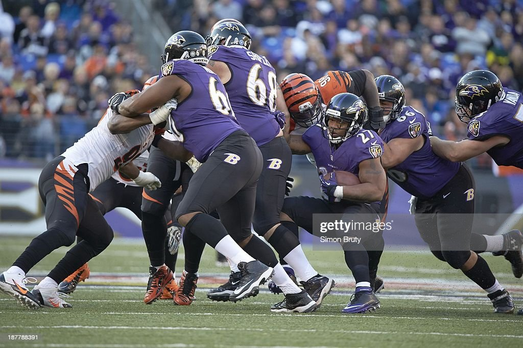 Baltimore Ravens Ray Rice (27) in action, rushing vs Cincinnati Bengals at M&T Bank Stadium. Simon Bruty F175 )