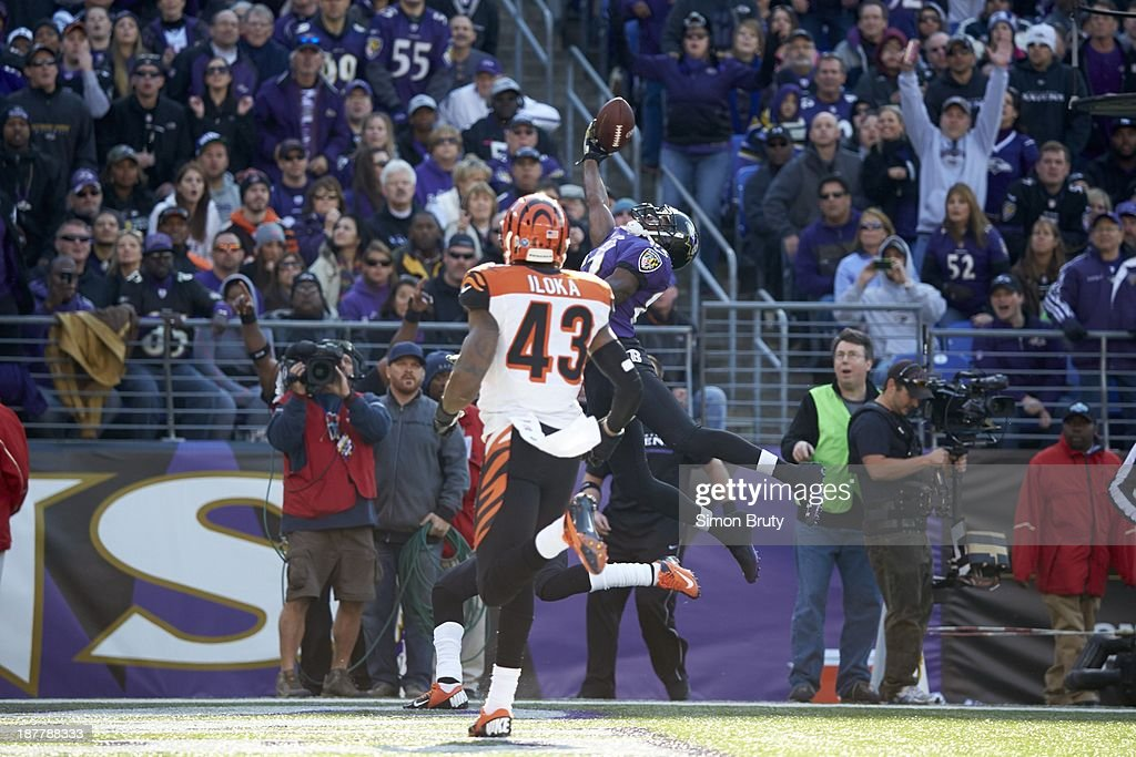 Baltimore Ravens Torrey Smith (82) in action, jumping to make catch vs Cincinnati Bengals at M&T Bank Stadium. Simon Bruty F211 )