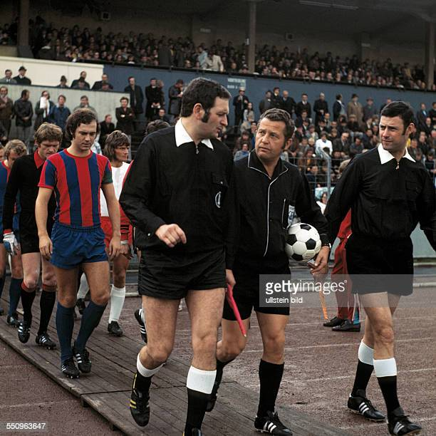 football Bundesliga 1972/1973 Niederrheinstadion Rot Weiss Oberhausen versus FC Bayern Munich 05 runningin of the teams ahead referee Gerhard...