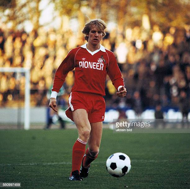 football Bundesliga 1979/1980 Wedau Stadium MSV Duisburg versus 1 FC Cologne 02 scene of the match Bernd Schuster in ball possession