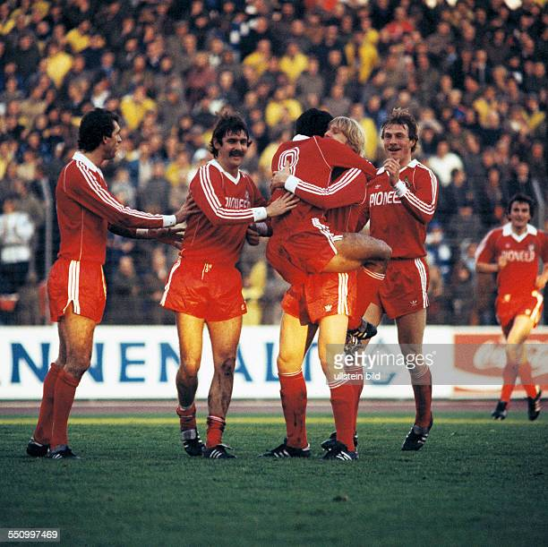 football Bundesliga 1979/1980 Wedau Stadium MSV Duisburg versus 1 FC Cologne 02 scene of the match goal celebration of the Cologne players at the 01...