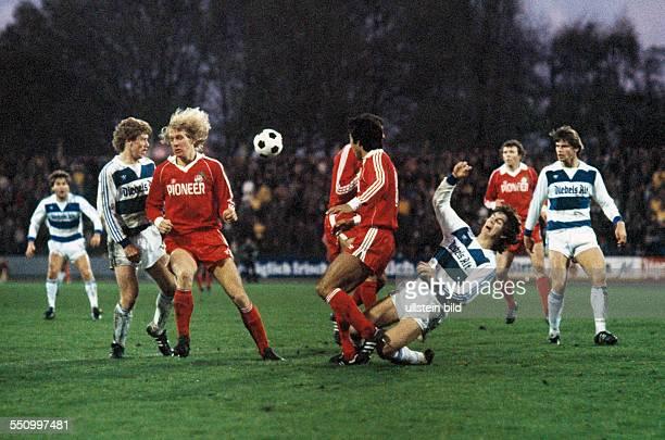 football Bundesliga 1979/1980 Wedau Stadium MSV Duisburg versus 1 FC Cologne 02 scene of the match fltr Kurt Jara Gregor Grillemeier Bernd Schuster...