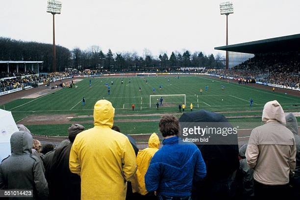 football Bundesliga 1980/1981 Grotenburg Stadium FC Bayer 05 Uerdingen versus Hamburger SV 03 total view of the Grotenburg Stadium rainy weather...