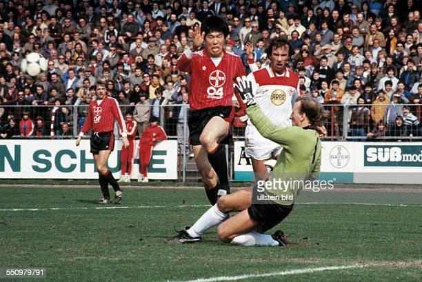 football Bundesliga 1983/1984 Ulrich Haberland Stadium Bayer 04 Leverkusen versus Fortuna Duesseldorf 20 scene of the match fltr Ulrich Bittorf...