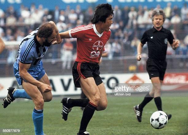 football Bundesliga 1983/1984 Ulrich Haberland Stadium Bayer 04 Leverkusen versus SV Waldhof Mannheim 01 scene of the match BumKun Cha in ball...