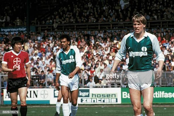 football Bundesliga 1983/1984 Ulrich Haberland Stadium Bayer 04 Leverkusen versus SV Werder Bremen 00 scene of the match fltr BumKun Cha Rigobert...