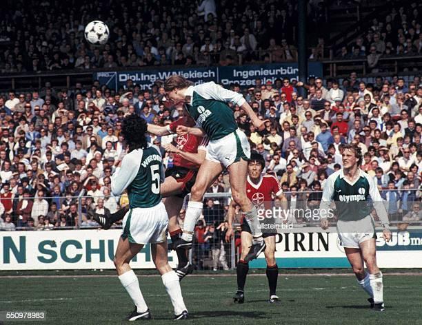 football Bundesliga 1983/1984 Ulrich Haberland Stadium Bayer 04 Leverkusen versus SV Werder Bremen 00 scene of the match aerial duel header fltr...