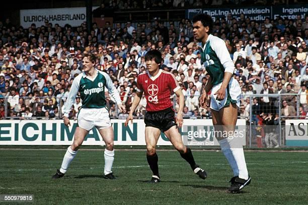 football Bundesliga 1983/1984 Ulrich Haberland Stadium Bayer 04 Leverkusen versus SV Werder Bremen 00 scene of the match fltr Thomas Schaaf BumKun...