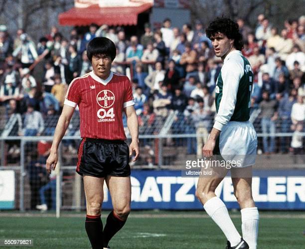 football Bundesliga 1983/1984 Ulrich Haberland Stadium Bayer 04 Leverkusen versus SV Werder Bremen 00 scene of the match BumKun Cha left and Bruno...