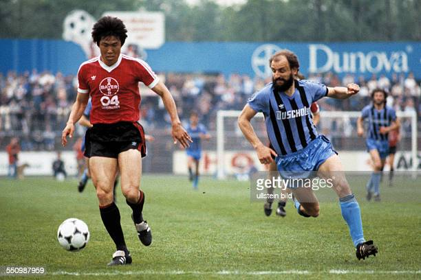 football Bundesliga 1983/1984 Ulrich Haberland Stadium Bayer 04 Leverkusen versus SV Waldhof Mannheim 01 scene of the match BumKun Cha left and...