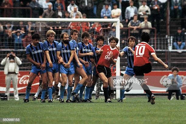 football Bundesliga 1983/1984 Ulrich Haberland Stadium Bayer 04 Leverkusen versus SV Waldhof Mannheim 01 scene of the match free kick players wall...