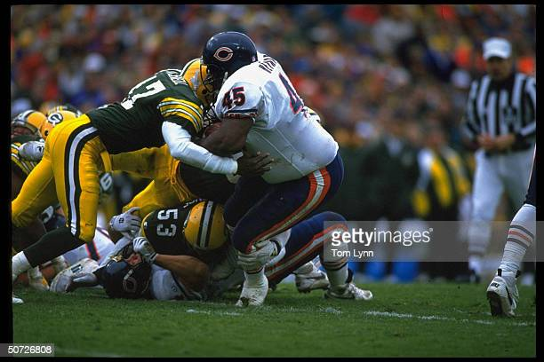 Chicago Bears Craig Heyward in action vs Green Bay Packers Roland Mitchell