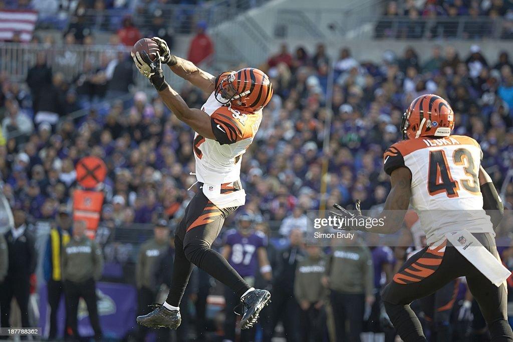 Cincinnati Bengals Chris Crocker (32) in action, making catch vs Baltimore Ravens at M&T Bank Stadium. Simon Bruty F72 )