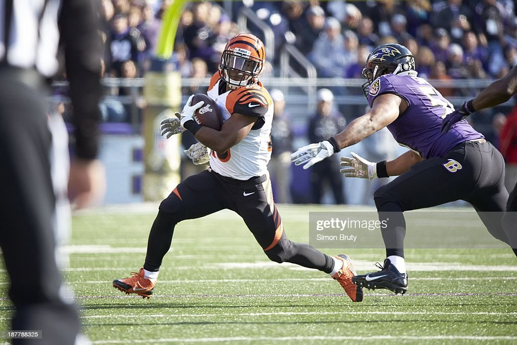 Cincinnati Bengals Giovani Bernard (25) in action, rushing vs Baltimore Ravens at M&T Bank Stadium. Simon Bruty F22 )