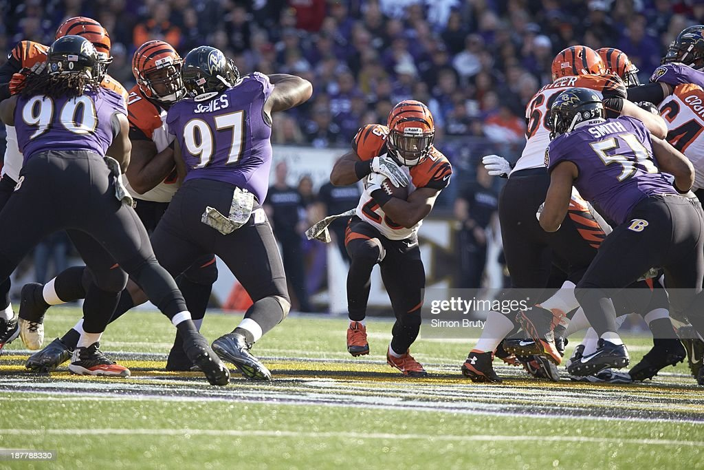 Cincinnati Bengals Giovani Bernard (25) in action, rushing vs Baltimore Ravens at M&T Bank Stadium. Simon Bruty F139 )