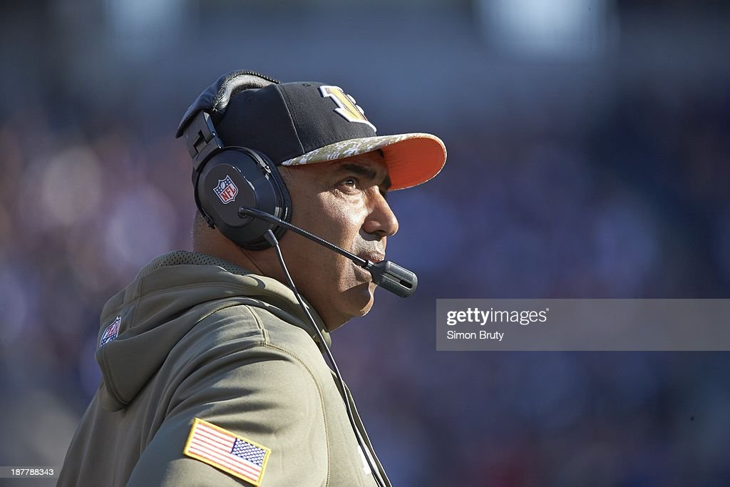 Closeup of Cincinnati Bengals head coach Marvin Lewis on sidelines during game vs Baltimore Ravens at M&T Bank Stadium. Simon Bruty F375 )